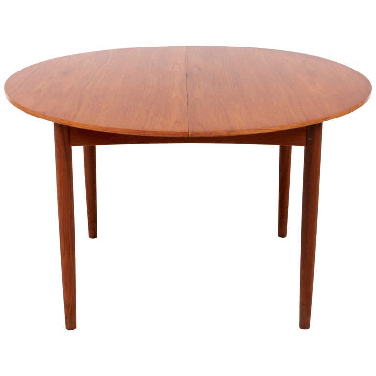 Mid-Century Modern Scandinavian Round Dining Table In Teak