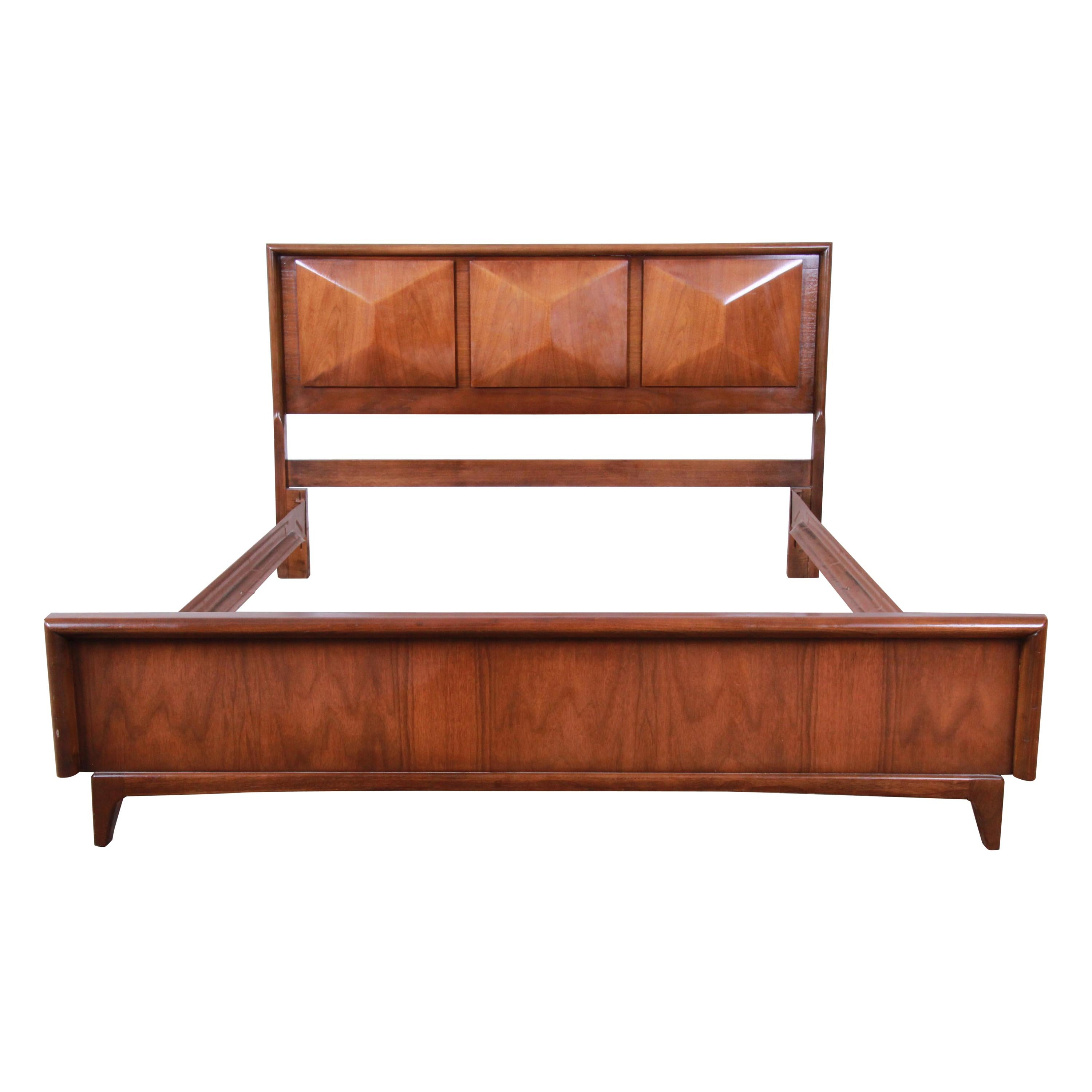 Edwardian (1901-1910) Quality Walnut 1930s Carved Standard Double Bed Arts And Crafts Pretty And Colorful