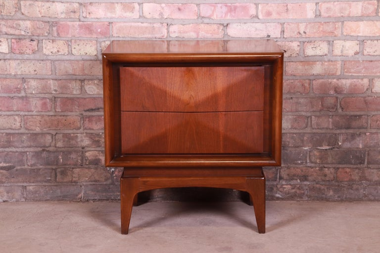 American Mid-Century Modern Sculpted Walnut Diamond Front Nightstand by United, 1960s For Sale