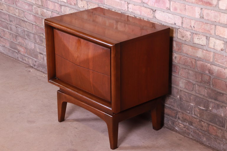 Mid-20th Century Mid-Century Modern Sculpted Walnut Diamond Front Nightstand by United, 1960s For Sale