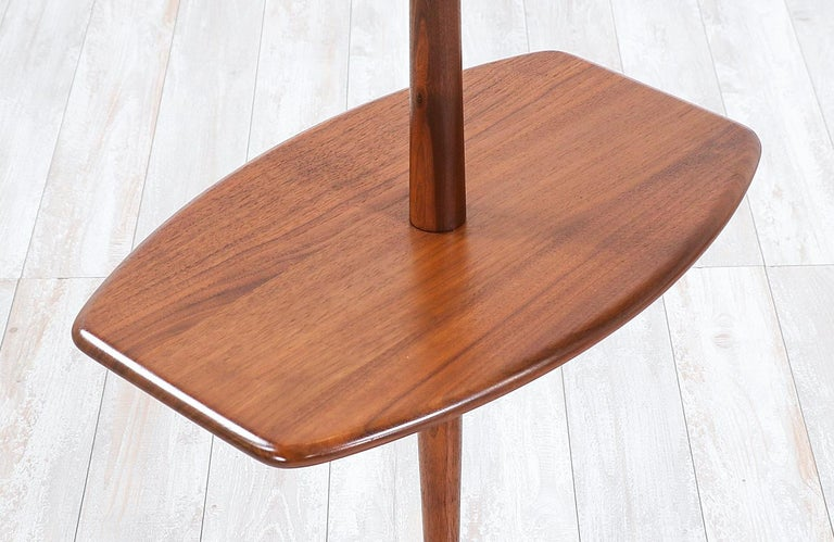 Mid-20th Century Mid-Century Modern Sculpted Walnut Floor Lamp with Side Table by Laurel For Sale
