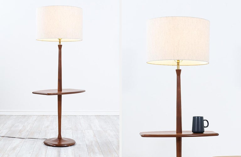 Mid-Century Modern Sculpted Walnut Floor Lamp with Side Table by Laurel For Sale 1