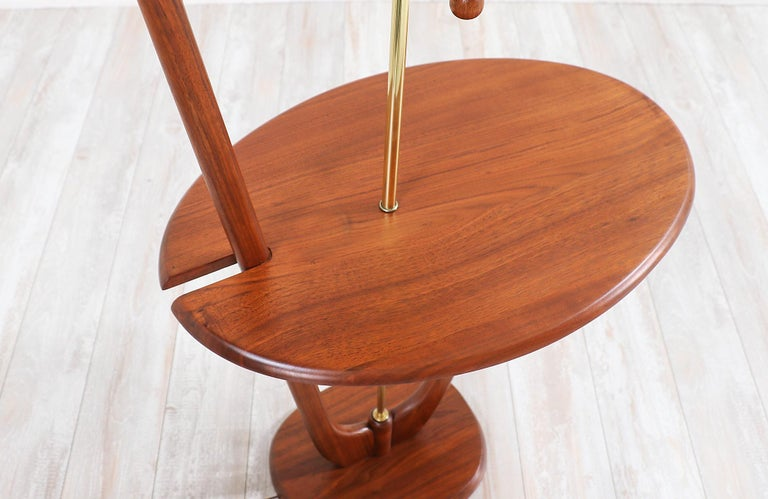 Mid-Century Modern Sculpted Walnut Floor Lamp with Side Table For Sale 7