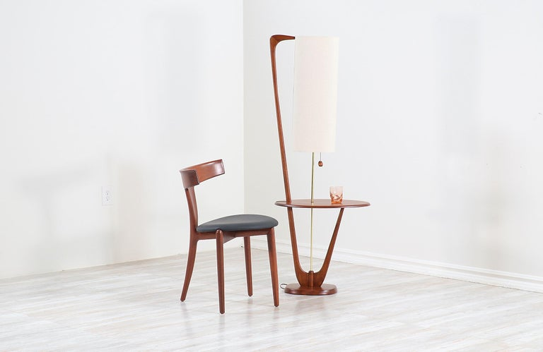 Mid-Century Modern Sculpted Walnut Floor Lamp with Side Table In Excellent Condition For Sale In Los Angeles, CA