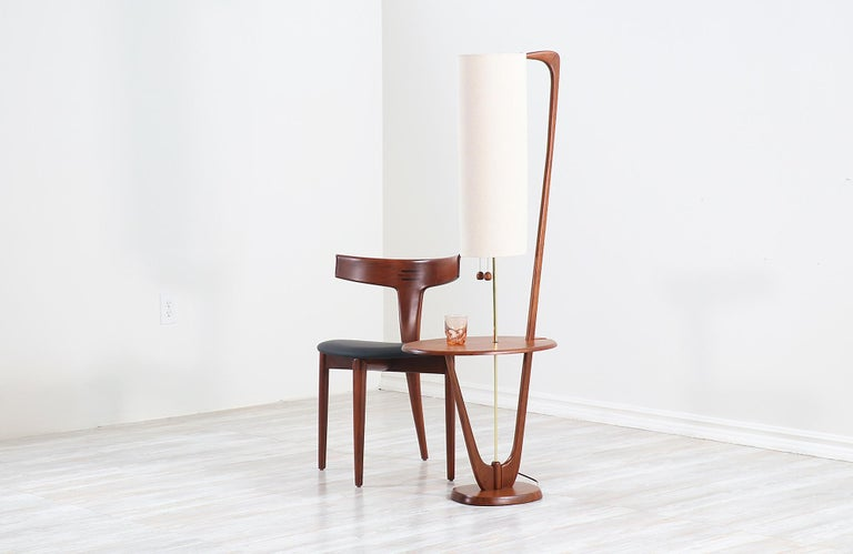 Mid-20th Century Mid-Century Modern Sculpted Walnut Floor Lamp with Side Table For Sale