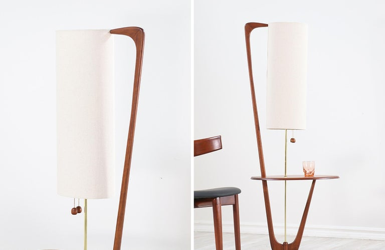 Mid-Century Modern Sculpted Walnut Floor Lamp with Side Table For Sale 1