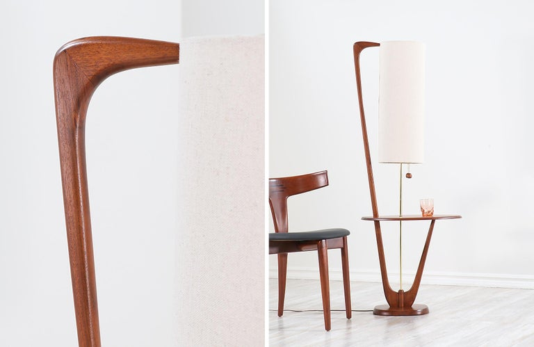 Mid-Century Modern Sculpted Walnut Floor Lamp with Side Table For Sale 2