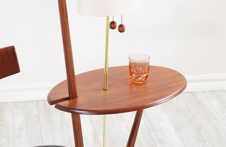 Mid-Century Modern Sculpted Walnut Floor Lamp with Side Table For Sale 3