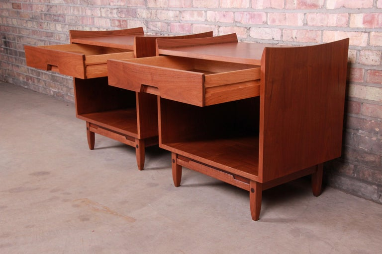 Mid-Century Modern Sculpted Walnut Nightstands by Bethlehem Furniture, Restored For Sale 5