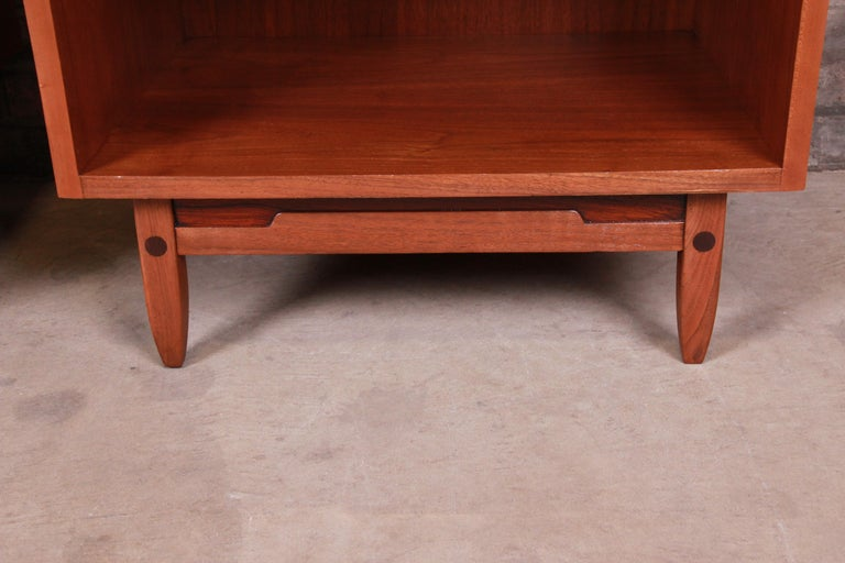 Mid-Century Modern Sculpted Walnut Nightstands by Bethlehem Furniture, Restored For Sale 9