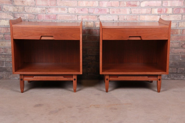 An exceptional pair of Jens Risom style Mid-Century Modern sculpted walnut nightstands
