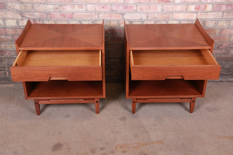 Mid-Century Modern Sculpted Walnut Nightstands by Bethlehem Furniture, Restored For Sale 3