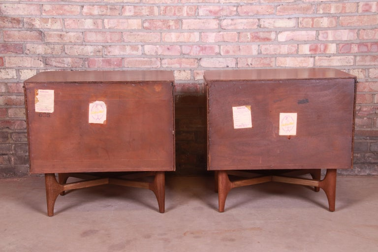 Mid-Century Modern Sculpted Walnut Nightstands, Newly Refinished For Sale 5