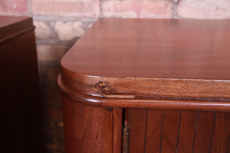 Mid-Century Modern Sculpted Walnut Nightstands, Newly Refinished For Sale 7