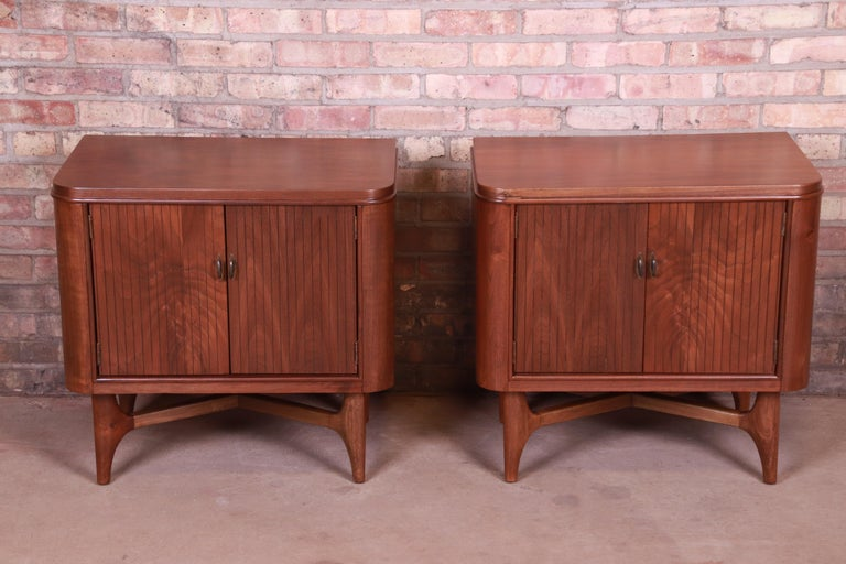 A gorgeous pair of Mid-Century Modern sculpted walnut nightstands  By Hoke Wood Products Co.  USA, circa 1950s  Measures: 26.5