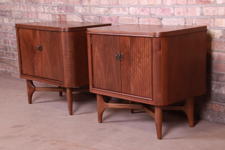 Mid-Century Modern Sculpted Walnut Nightstands, Newly Refinished In Good Condition For Sale In South Bend, IN