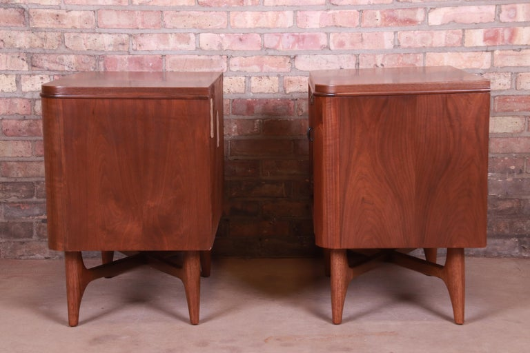 Mid-Century Modern Sculpted Walnut Nightstands, Newly Refinished For Sale 4