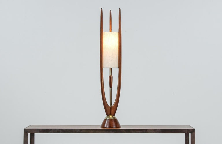 Polished Mid-Century Modern Sculpted Walnut Table Lamp by Modeline For Sale