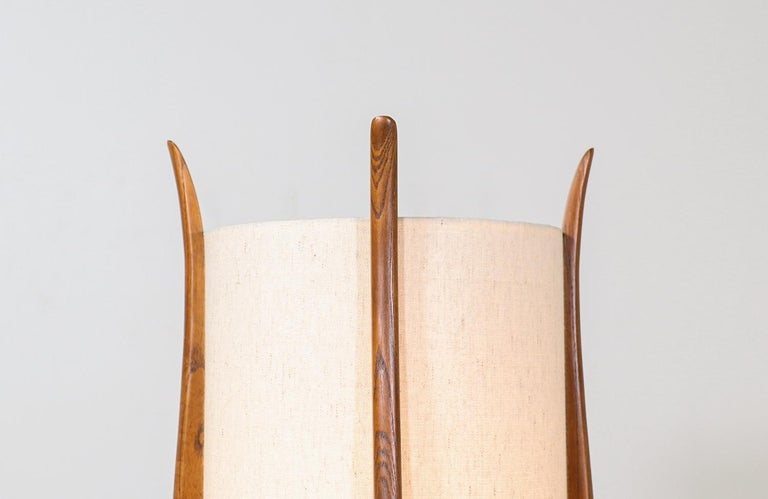 Mid-Century Modern Sculpted Walnut Table Lamp by Modeline In Excellent Condition For Sale In Los Angeles, CA