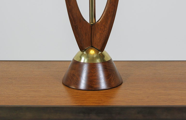 Mid-Century Modern Sculpted Walnut Table Lamp by Modeline For Sale 1