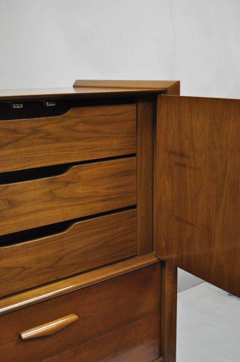 Mid-Century Modern Sculpted Walnut Tall Chest Dresser For Sale 6