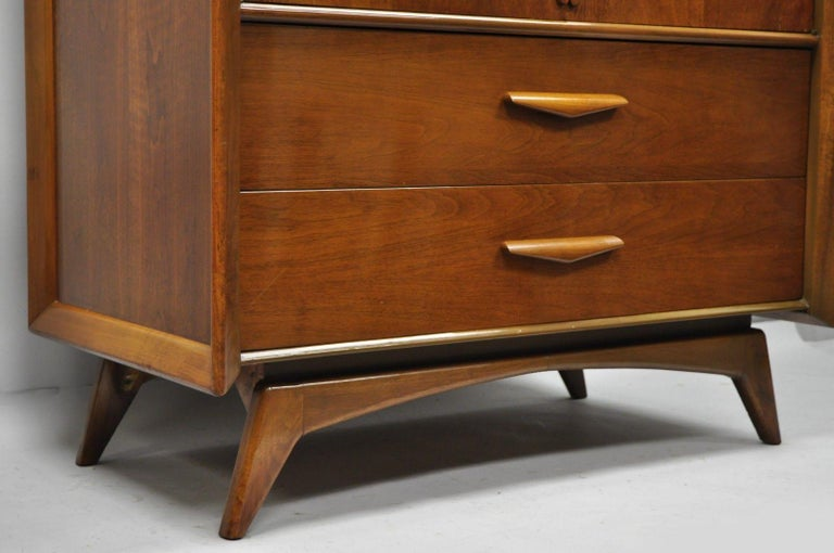 Mid-Century Modern Sculpted Walnut Tall Chest Dresser In Good Condition For Sale In Philadelphia, PA