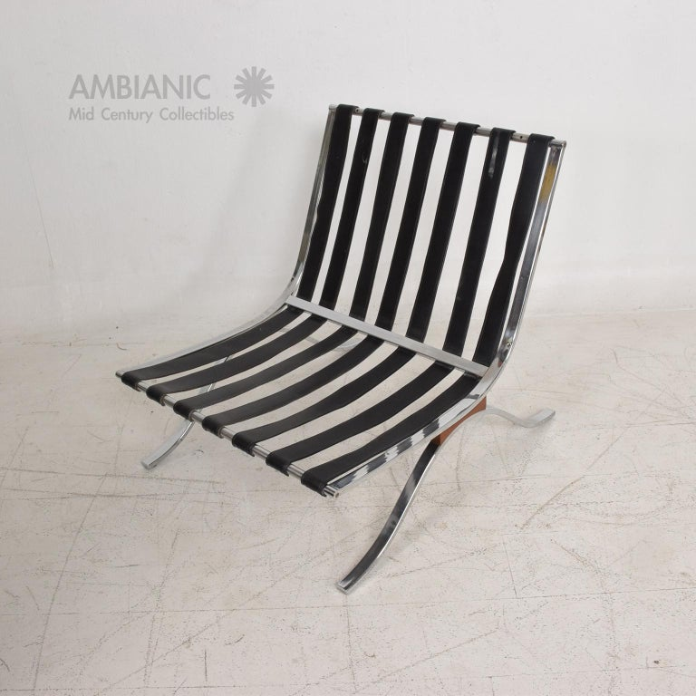 Mid-Century Modern SELIG Barcelona Lounge Chair in Chrome and Faux Leather 1960s For Sale 5