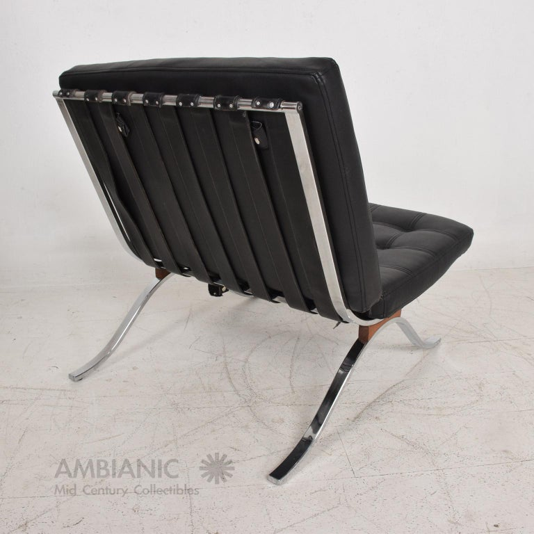 Mid-Century Modern SELIG Barcelona Lounge Chair in Chrome and Faux Leather 1960s In Good Condition For Sale In National City, CA