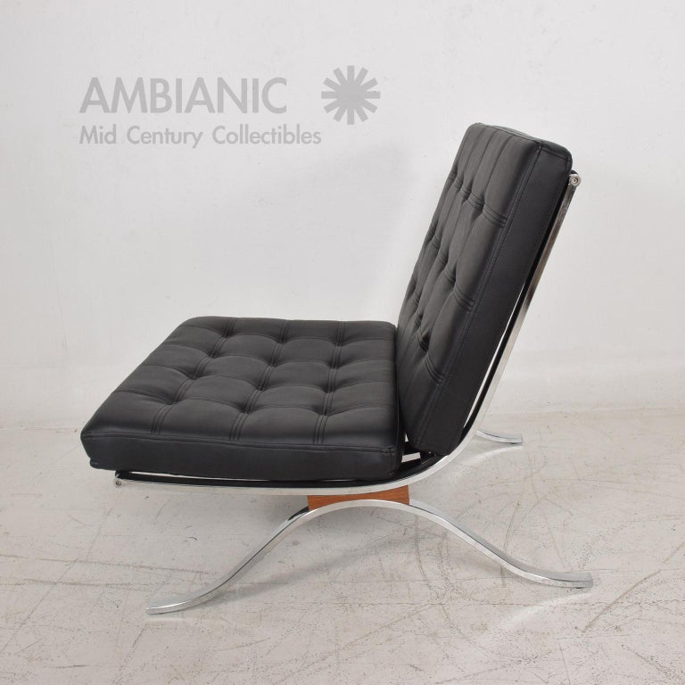 Mid-Century Modern SELIG Barcelona Lounge Chair in Chrome and Faux Leather 1960s For Sale 1