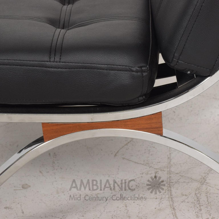 Mid-Century Modern SELIG Barcelona Lounge Chair in Chrome and Faux Leather 1960s For Sale 2