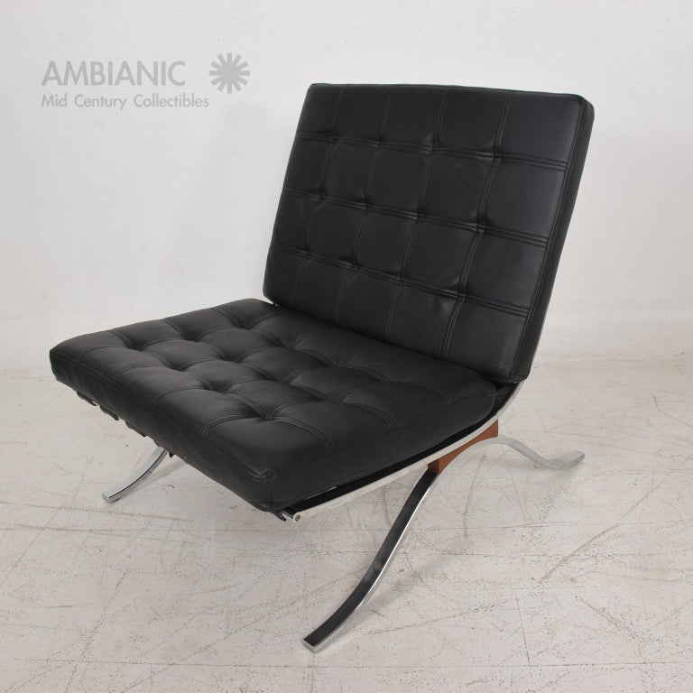 Mid-Century Modern SELIG Barcelona Lounge Chair in Chrome and Faux Leather 1960s For Sale 3
