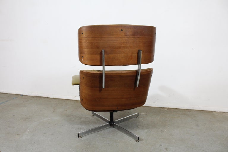 Mid-Century Modern Selig Eames Leather Lounge Chair and Ottoman In Fair Condition In Wilmington, DE