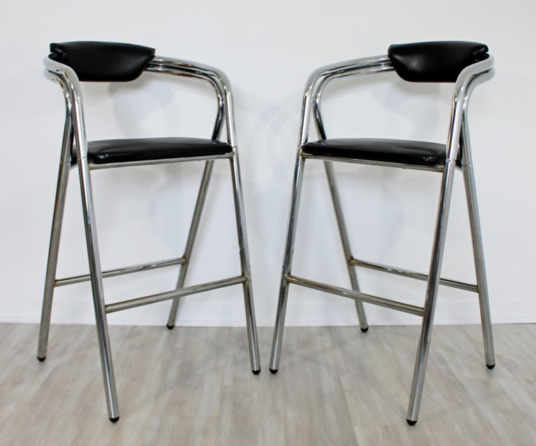 Mid-Century Modern Set of 4 Chrome & Black Leather Bar Stools Industrial, 1970s In Good Condition For Sale In Keego Harbor, MI