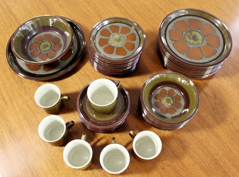 Mid-Century Modern Set of 43 Mikasa Adonis Ceramic Japanese Dishes 1970s Floral In Good Condition For Sale In Keego Harbor, MI