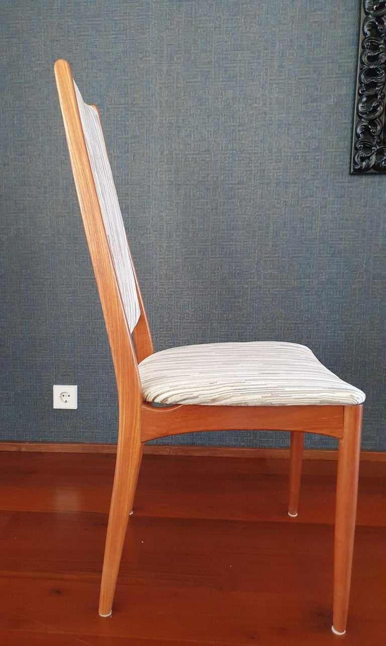 Mid-Century Modern Set of 8 Teak Dining Chairs Attributed to Johannes Andersen For Sale 1
