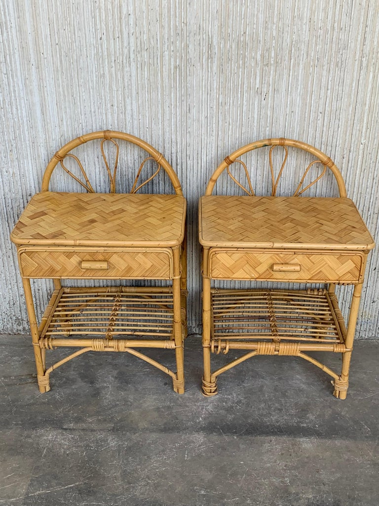 Mid-Century Modern Set of Bamboo and Bentwood Headboard and Two Nightstands For Sale 2