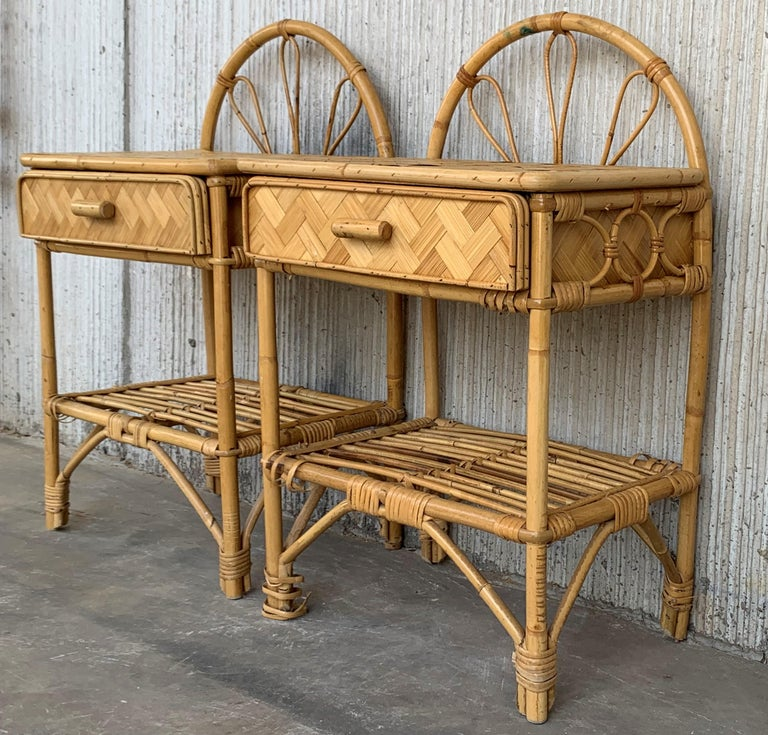 Mid-Century Modern Set of Bamboo and Bentwood Headboard and Two Nightstands For Sale 3