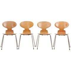 Mid-Century Modern Set of Dining Hant Chairs, 4 Legs