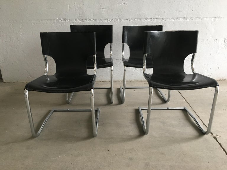 Mid-Century Modern Set of Four Italian Chrome and Leather Chairs. 1970s For Sale 2