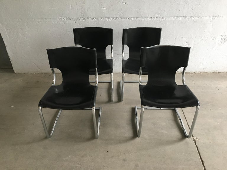 Mid-Century Modern Set of Four Italian Chrome and Leather Chairs. 1970s For Sale 3