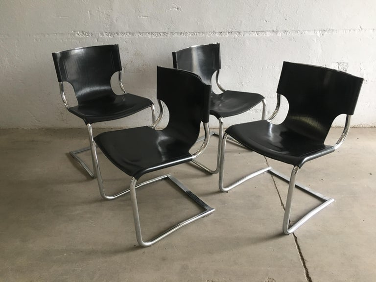 Mid-Century Modern Set of Four Italian Chrome and Leather Chairs. 1970s For Sale 4
