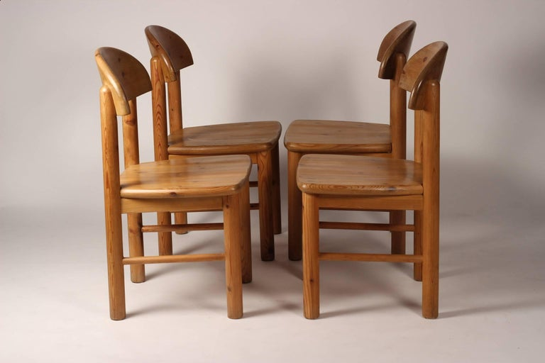 Mid-Century Modern Set of Four Pine Danish Chairs by Rainer Daumiller In Good Condition For Sale In London, GB