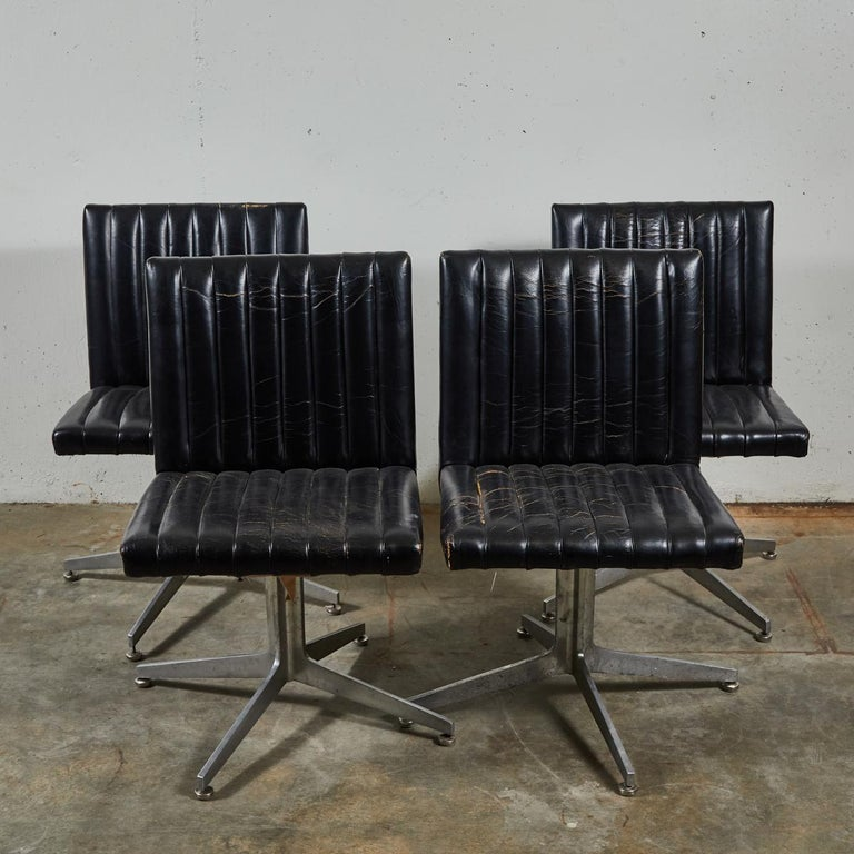 Mid-Century Modern Set of Four Swivel Chairs by Eames for Herman Miller In Good Condition For Sale In Los Angeles, CA