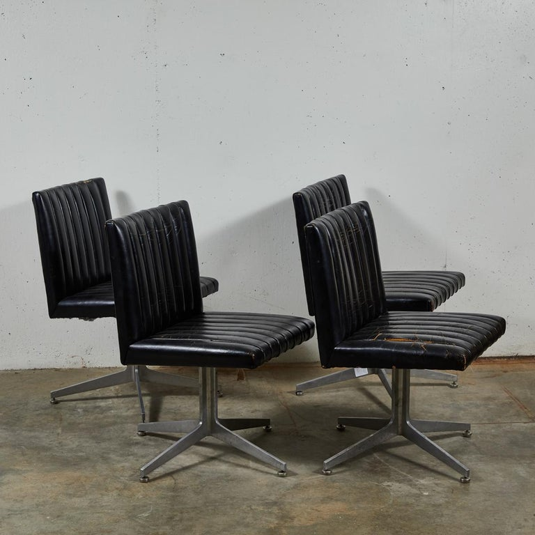 20th Century Mid-Century Modern Set of Four Swivel Chairs by Eames for Herman Miller For Sale