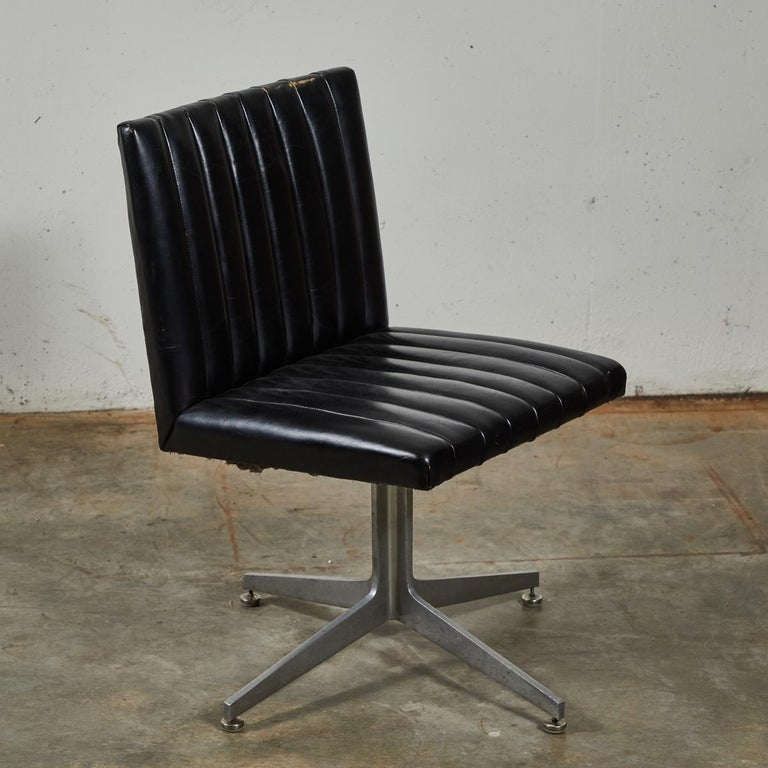 Metal Mid-Century Modern Set of Four Swivel Chairs by Eames for Herman Miller For Sale