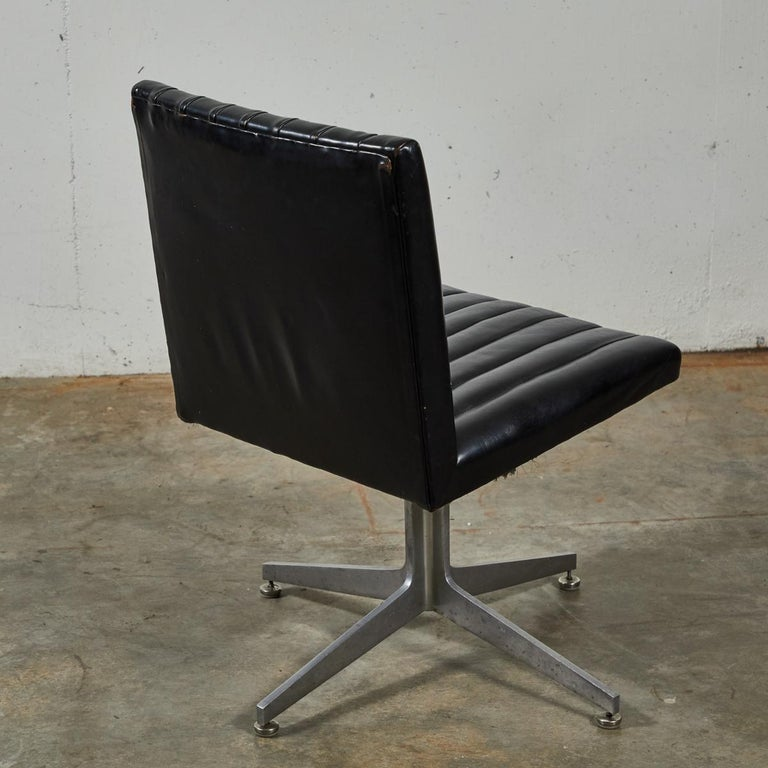 Mid-Century Modern Set of Four Swivel Chairs by Eames for Herman Miller For Sale 2