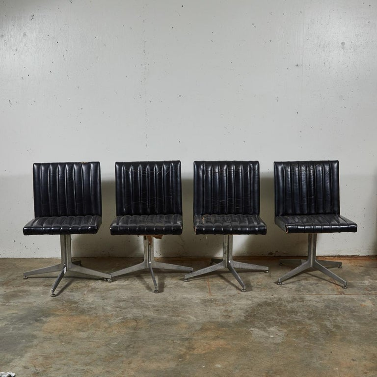 Mid-Century Modern Set of Four Swivel Chairs by Eames for Herman Miller For Sale 3