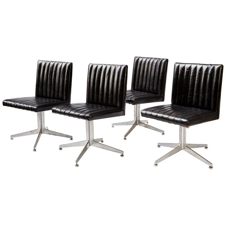 Mid-Century Modern Set of Four Swivel Chairs by Eames for Herman Miller For Sale