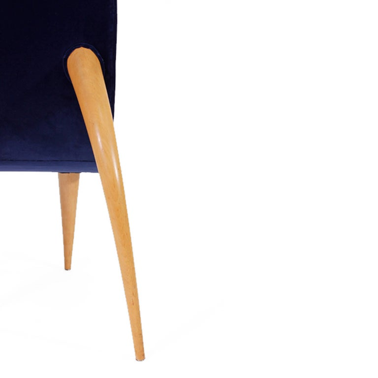 Mid-Century Modern Set of Six Blue Velvet and Birchwood Zoomorphic French Chairs For Sale 4