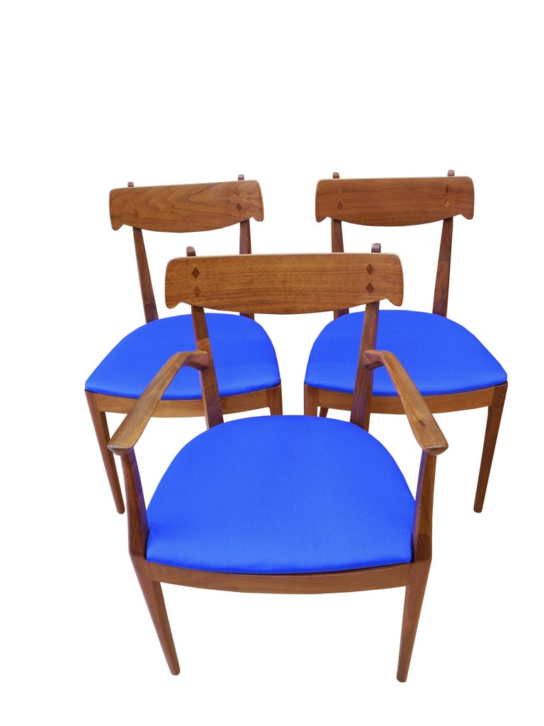 Mid-Century Modern Set of Six Walnut Dining Room Chairs by Kipp Stewart In Good Condition For Sale In Hudson, NY